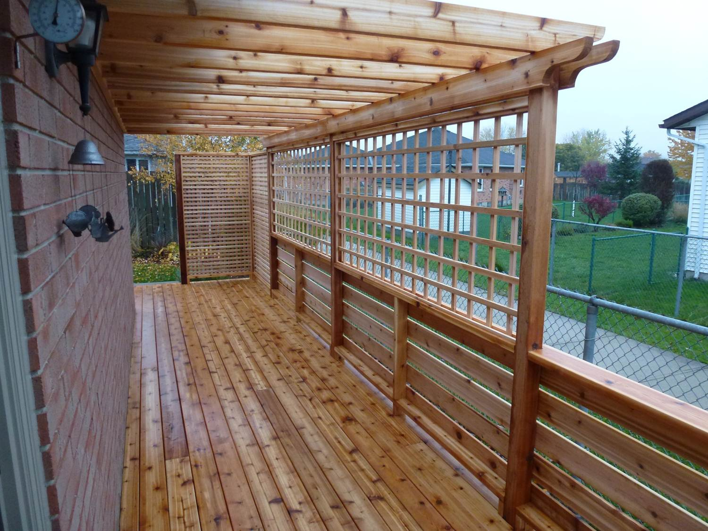 Cedar deck with trellis cutting edge construction for Deck trellis